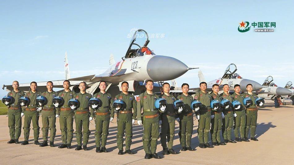 大陸艦載機飛行員都是從空軍、海軍航空兵部隊擇優選拔,在原單位大多駕駛過第三代戰鬥...