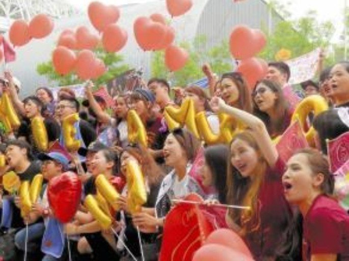 台灣粉絲熱情合唱。圖/摘自讀賣新聞