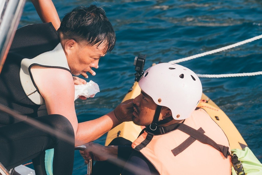 王小棣(左)親自下海執導「20之後」。圖/公視提供
