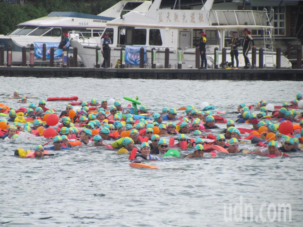 今年的泳渡日月潭活動,有2萬多名泳士參加。記者張家樂/攝影
