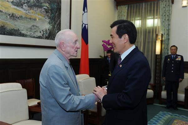 2013年3月27日,費茲派翠克到總統府晉見馬英九總統。圖/總統府提供