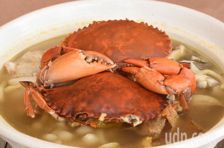 高雄寒軒國際飯店中餐廳「秋蟹饗宴」以火鍋為主。圖/記者謝梅芬攝影
