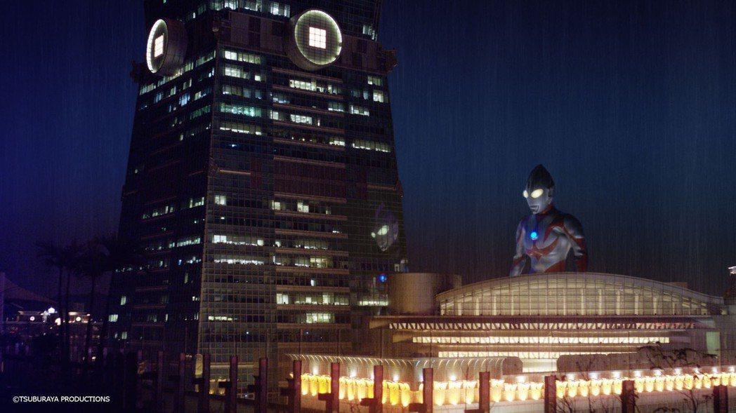 超人力霸王涅歐斯現身台北街頭。圖/相信提供