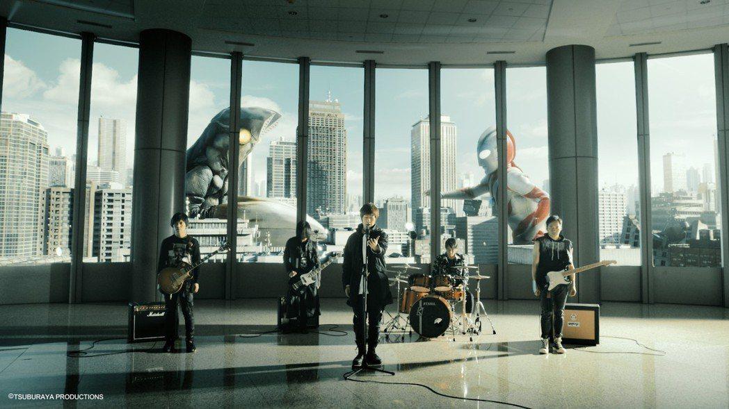 五月天跨國邀請「奧特曼」系列,合作「少年他的奇幻漂流」MV。圖/相信提供