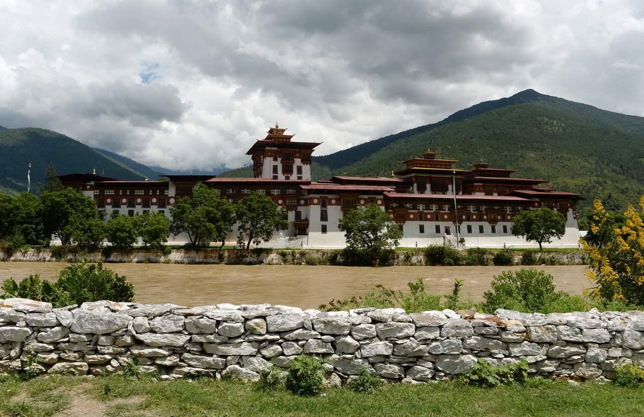 不丹最華麗的寺廟「 普那卡宗」是重要觀光景點。法新社
