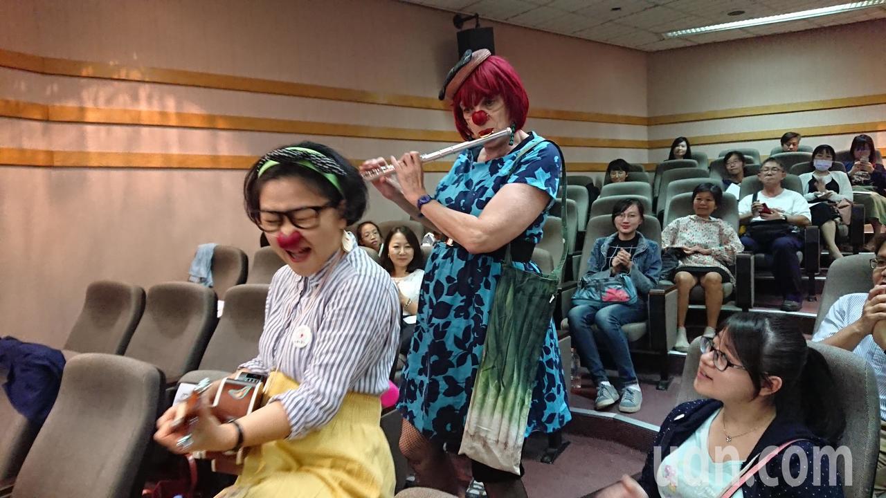台灣紅鼻子醫生創辦人馬照琪(左一)與法國紅鼻子創辦人Caroline Simon...