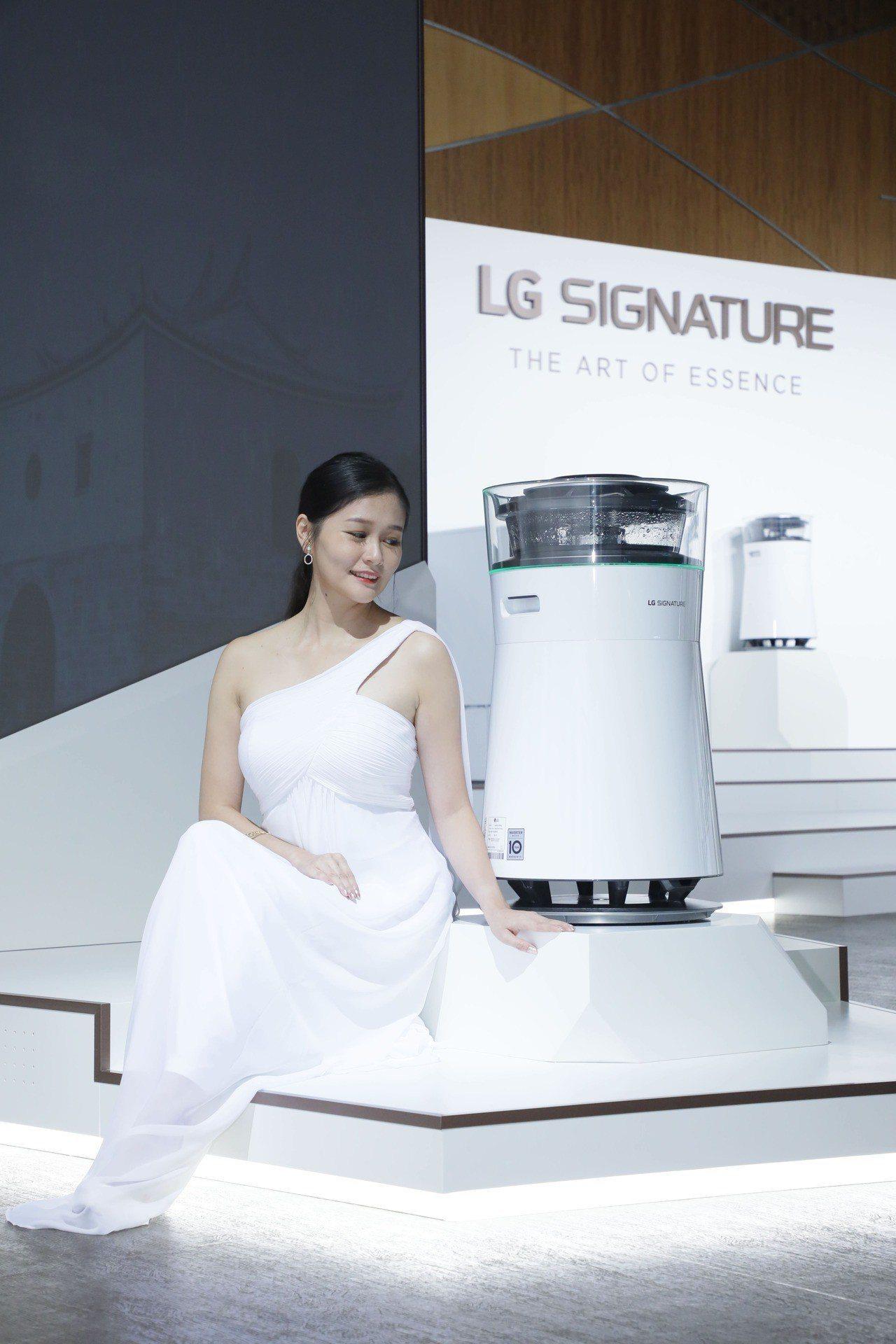 LG SIGNATURE空氣清淨機建議售價未定,由下到上多道過濾系統層層淨化。圖...
