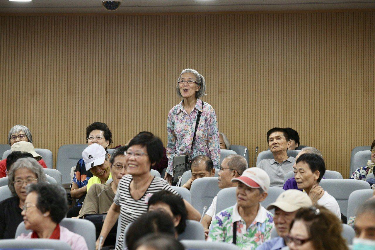 2018台北上海雙城健康講壇「肺心為您」在張榮發基金會舉行,出席聽眾互動熱烈。...