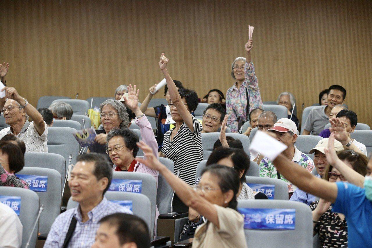 2018台北上海雙城健康講壇「肺心為您」在張榮發基金會舉行,出席聽眾互動熱烈。記...
