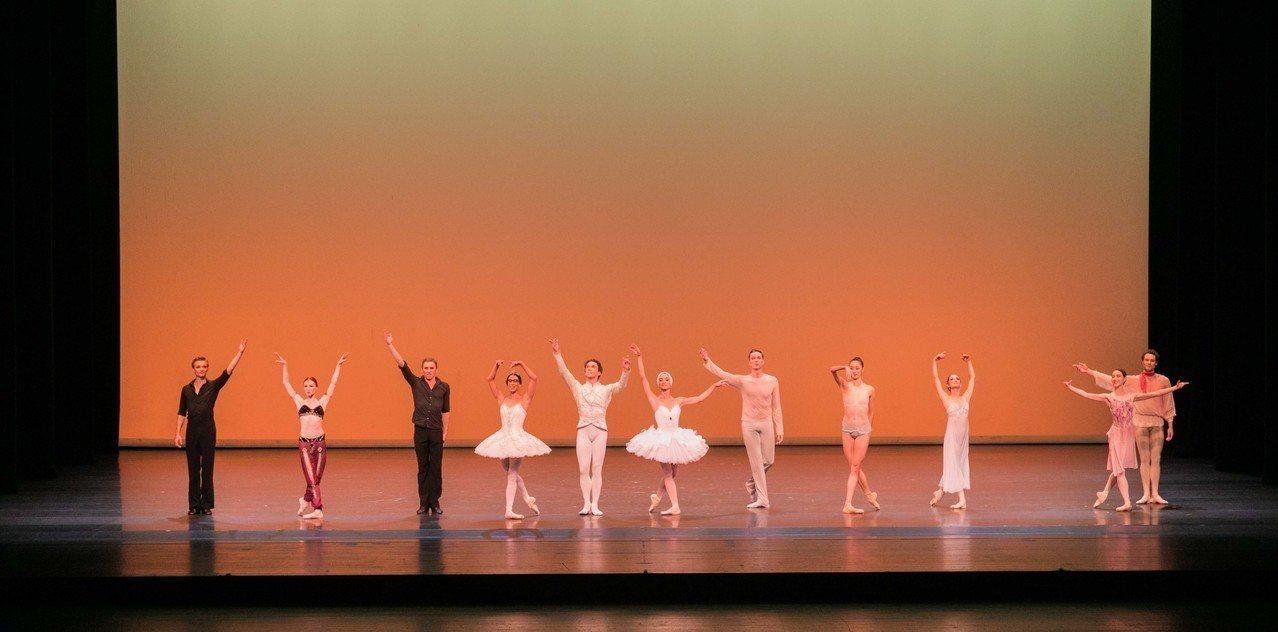 梵克雅寶上月底首度攜手台灣藝術團體,於台中國家歌劇院獻上集聚11位頂尖舞者演出知...