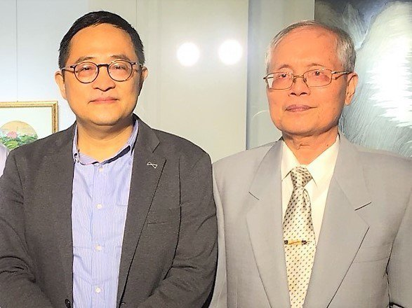 國立台灣師範大學藝術史研究所專任教授曾肅良(左)今起在中友時尚藝廊舉辦「繁花小誌...