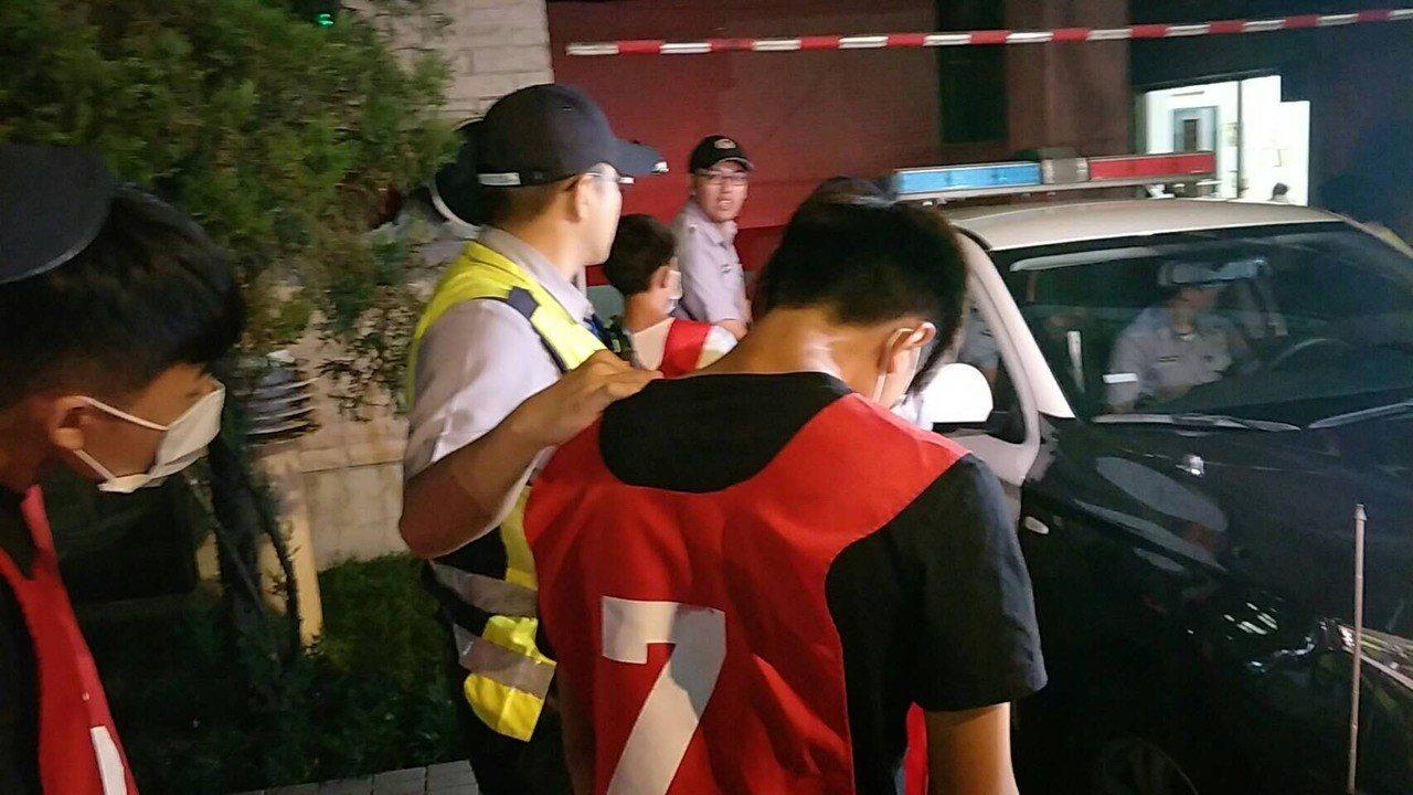 8名動手打人還亮刀刺傷對方的青少年,被移送少年法庭偵辦。記者林昭彰/翻攝