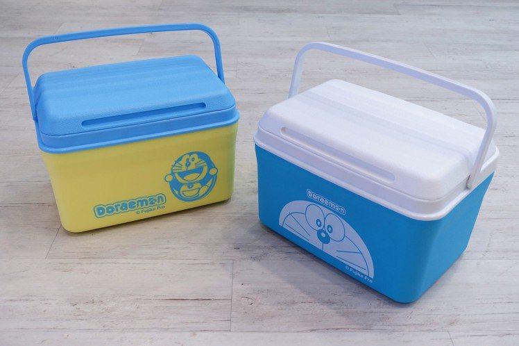哆啦A夢戶外大冰桶共2款(可指定),8公升容量,限量共2萬個。圖/記者沈佩臻攝影