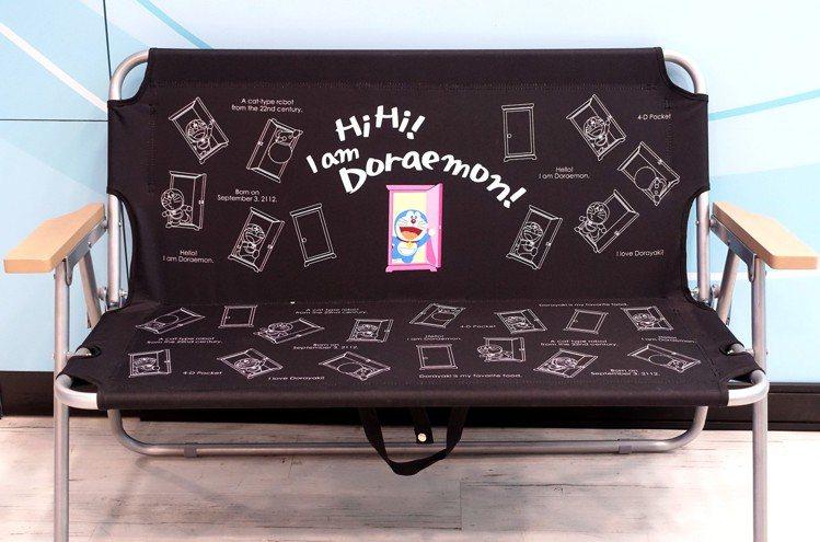 哆啦A夢戶外摺疊雙人椅共藍、黑2款(可指定),耐重140公斤,附提袋便於攜帶收納...