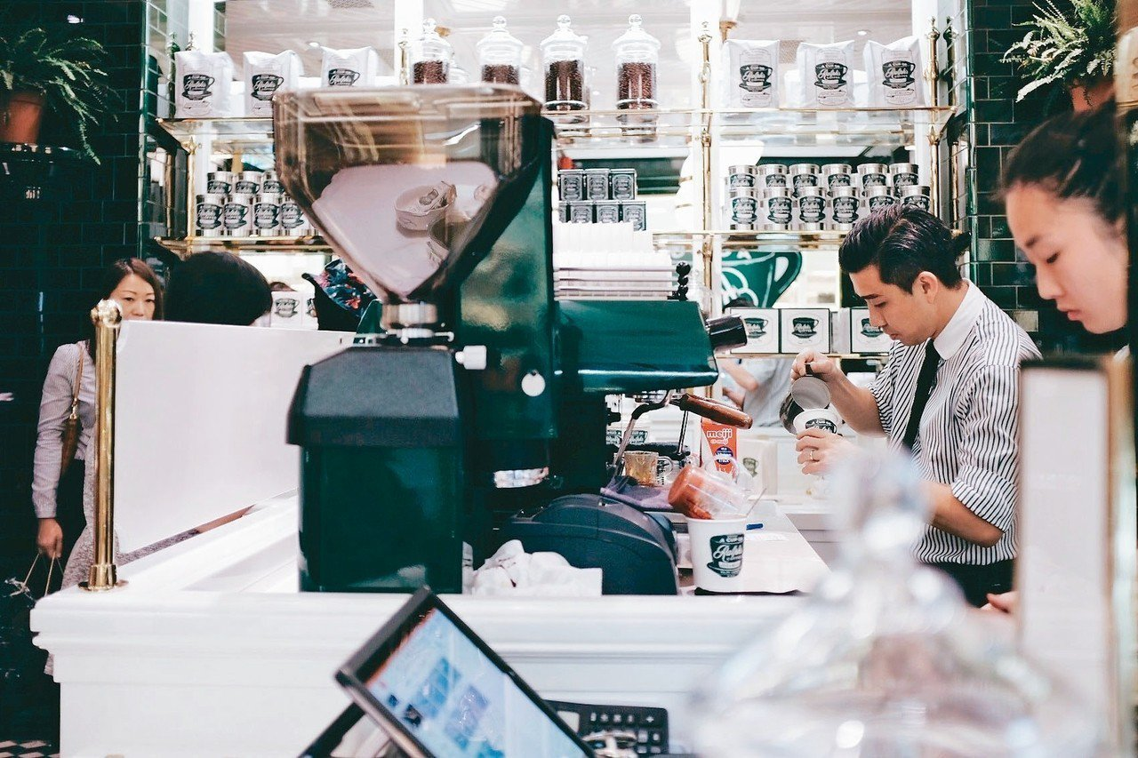 Ralph's Coffee主要販售現煮咖啡、手工巧克力等周邊商品。 記者沈佩臻...