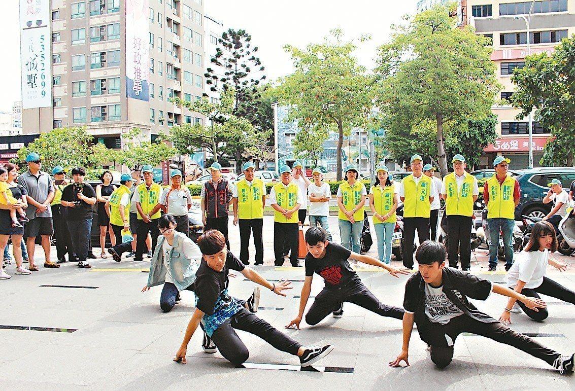 無黨籍新竹市長參選人謝文進昨天成立青年團後援會。 記者張雅婷/攝影