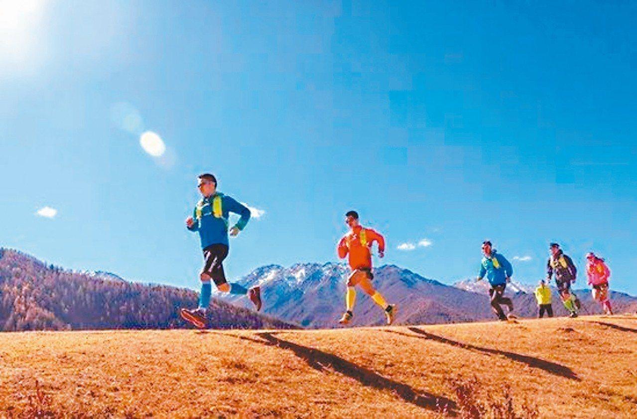 環四姑娘山超級越野跑是平均海拔較高的越野跑賽事。 (雪花新聞網)