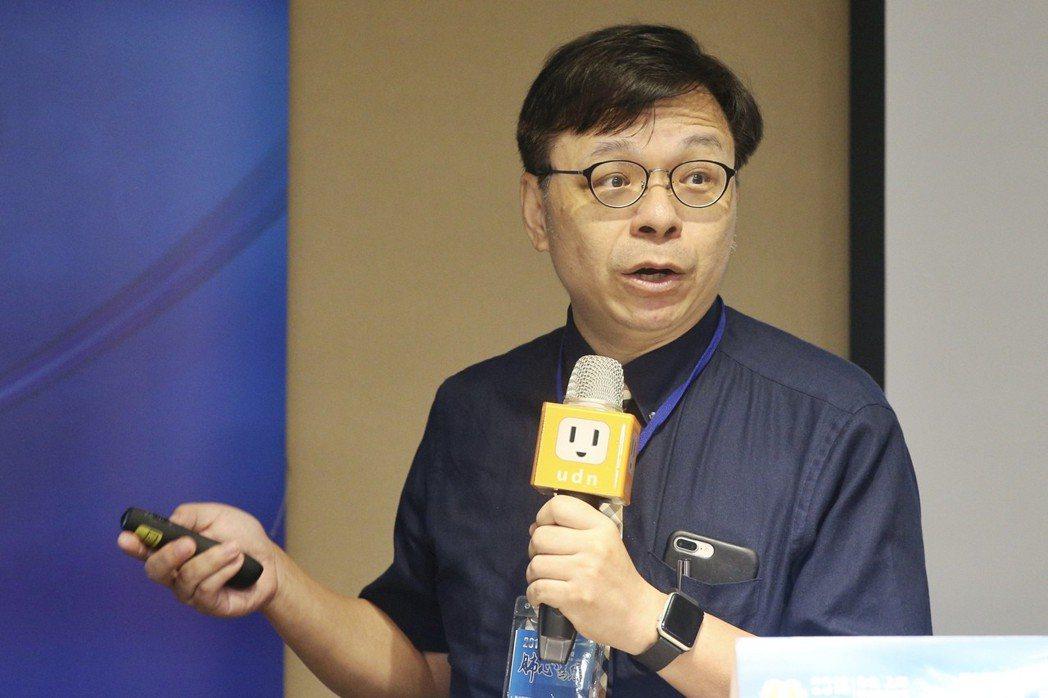 新光醫院教學研究部副主任洪惠風指出,心肌梗塞發作前還是有一些跡象。 記者林伯東/...