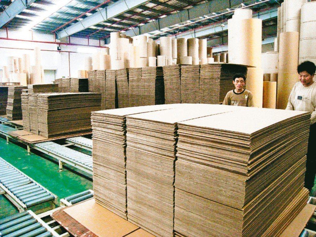 循環經濟成為全球熱門議題,包括造紙業等傳統產業紛紛投入。圖為工業用紙。 本報系資...
