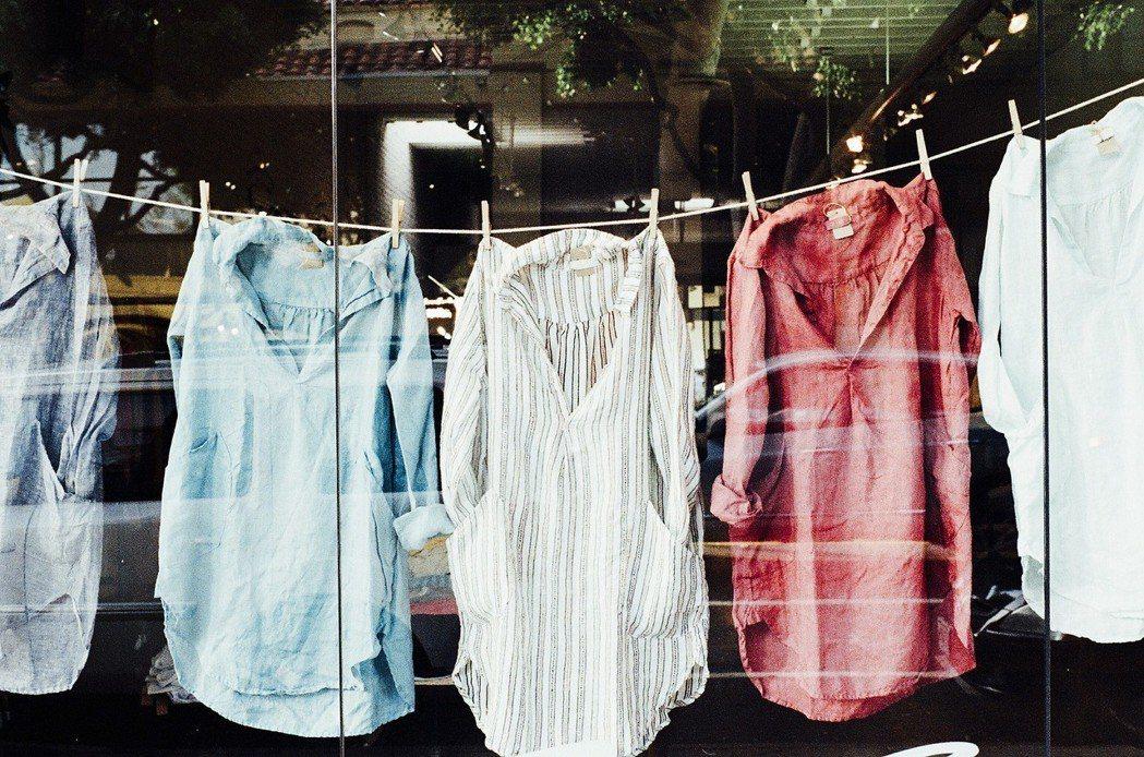 乾爽潔淨的衣物有一股暖暖的太陽香。圖/pixabay