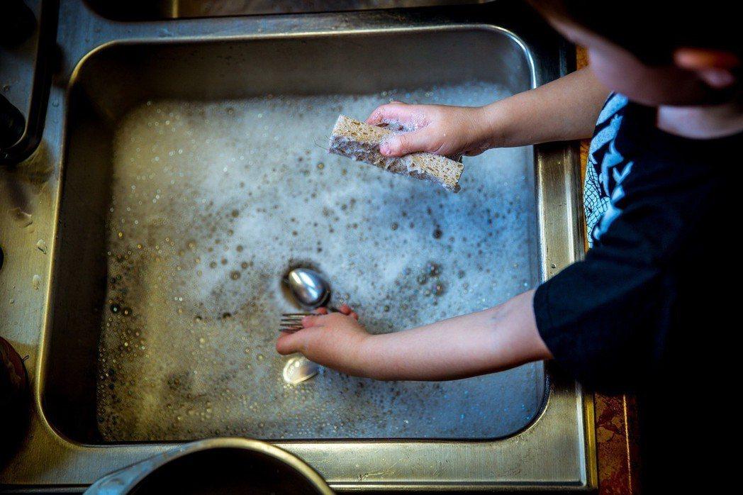 在作者的記憶中,家中從來沒有「因為要準備考試,所以小孩可以不要做家務」這檔子事。...