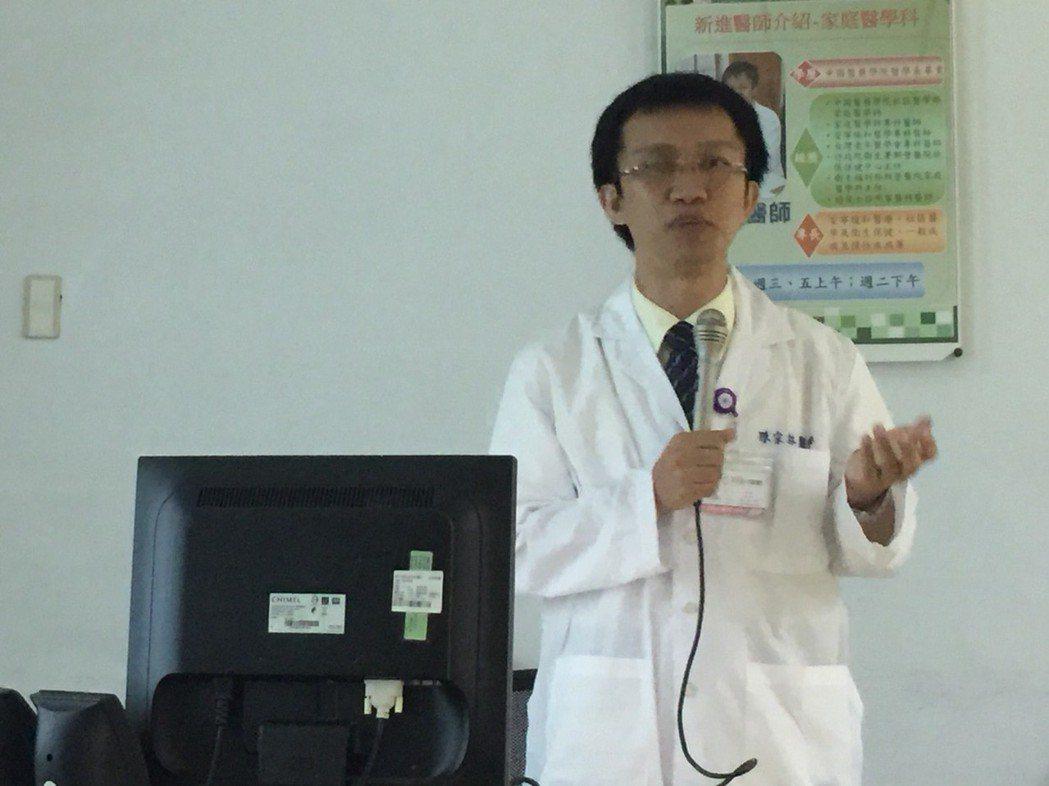 新營醫院醫師陳宗林說,平時有不舒服的症狀,針對不適的問題做檢查。記者吳政修/攝影