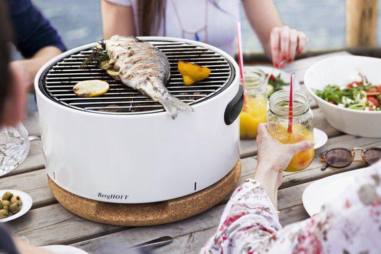 BergHOFF攜帶式烤肉爐,各種地點均能輕鬆開烤。圖/旺代企業提供