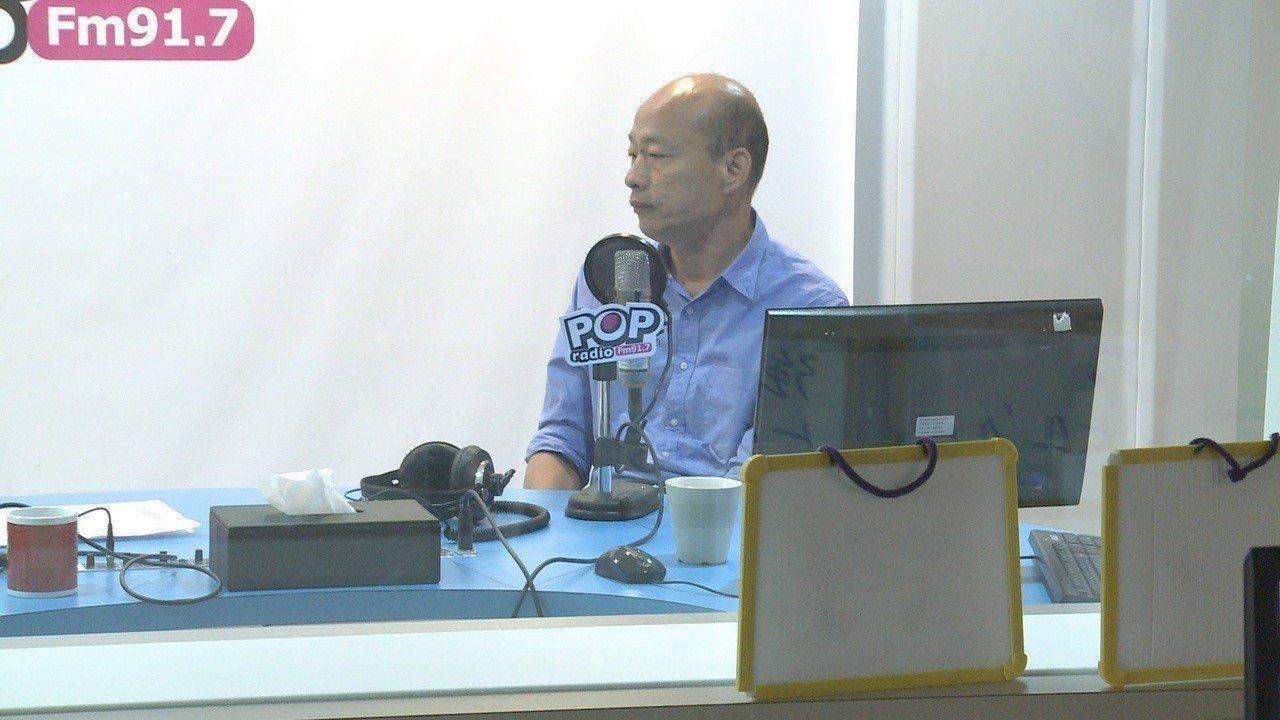 國民黨高雄市長參選人韓國瑜忙於選戰之餘,北上接受廣播訪問。記者徐宇威/攝影