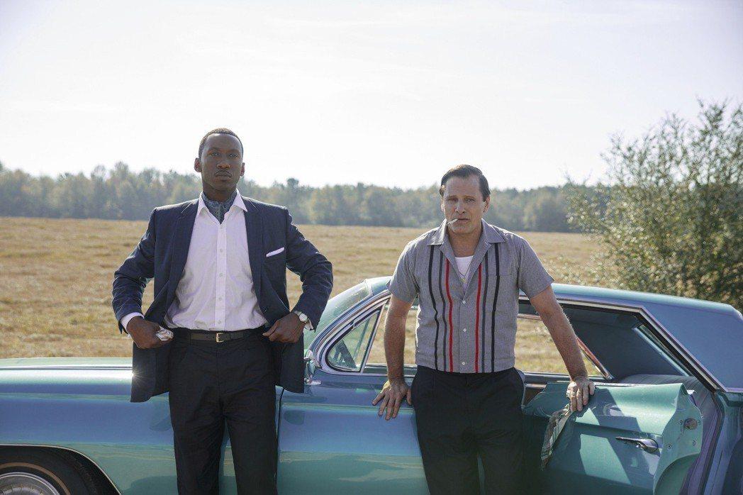 維果莫天森(右)主演「幸福綠皮書」大獲好評。圖/Catchplay提供