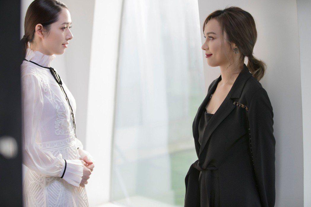 林采欣(右)邀來好友郭碧婷擔任MV女主角。圖/永興行工作室提供