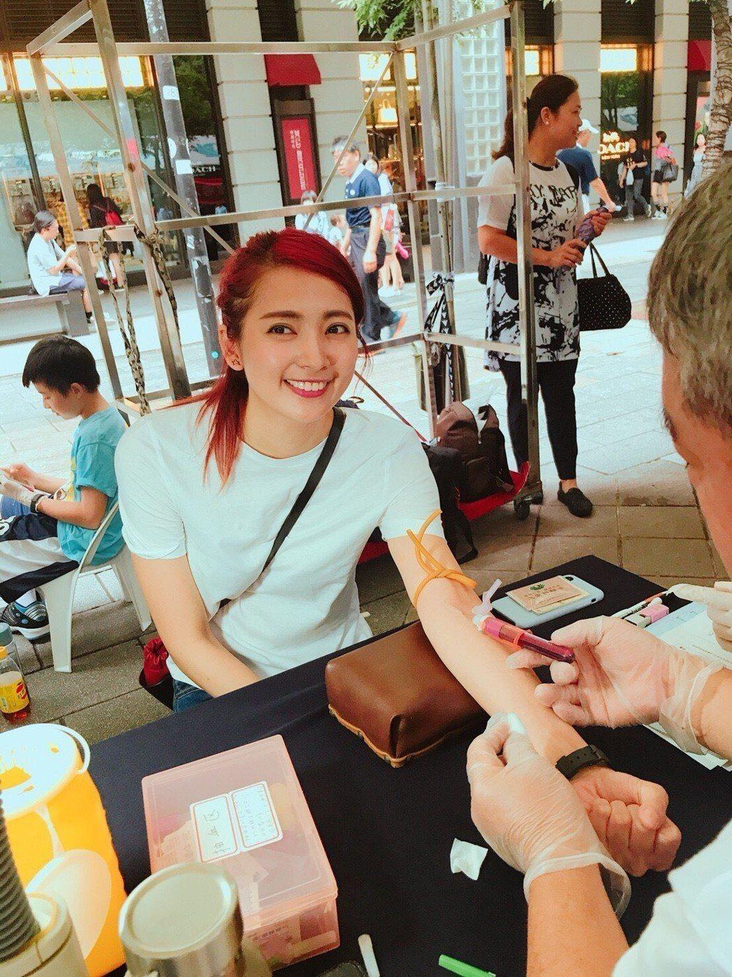 阿喜參加世界骨髓捐贈日活動抽血建檔。圖/天晴娛樂
