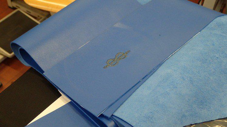 Tecknomoster提供全訂製的服務,包括了把手皮革的顏色、材料和縫線都能客...