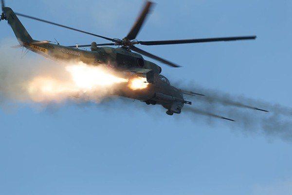 演習中俄武裝直升機發防導彈。 圖/取自澎湃新聞網