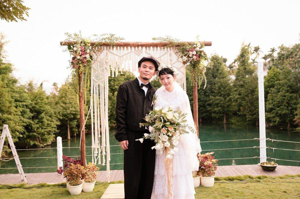 楊大正(左)跟山東2年前登記,昨在台中補辦婚禮。圖/火氣音樂提供