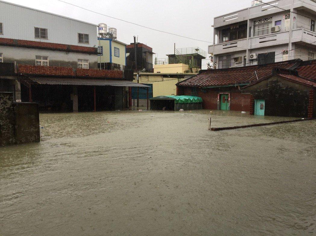 高市岡山區在823水患後淹大水。 圖/聯合報系資料照片