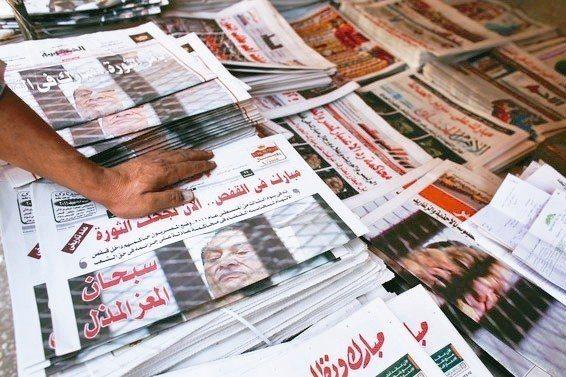 埃及國會通過一項法律,讓政府能處罰散播經認定為假新聞的傳統和社群媒體,只要追蹤者...