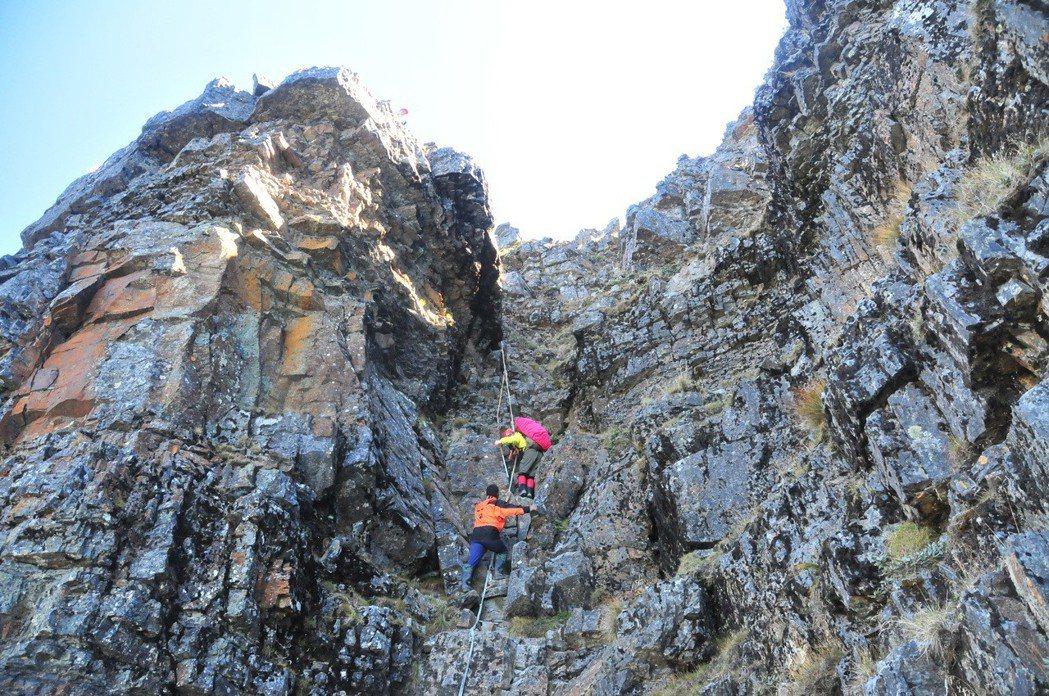 資深嚮導指出,山友的體能與縱走經驗是影響登山安全的關鍵因素。 本報資料照片/記者...