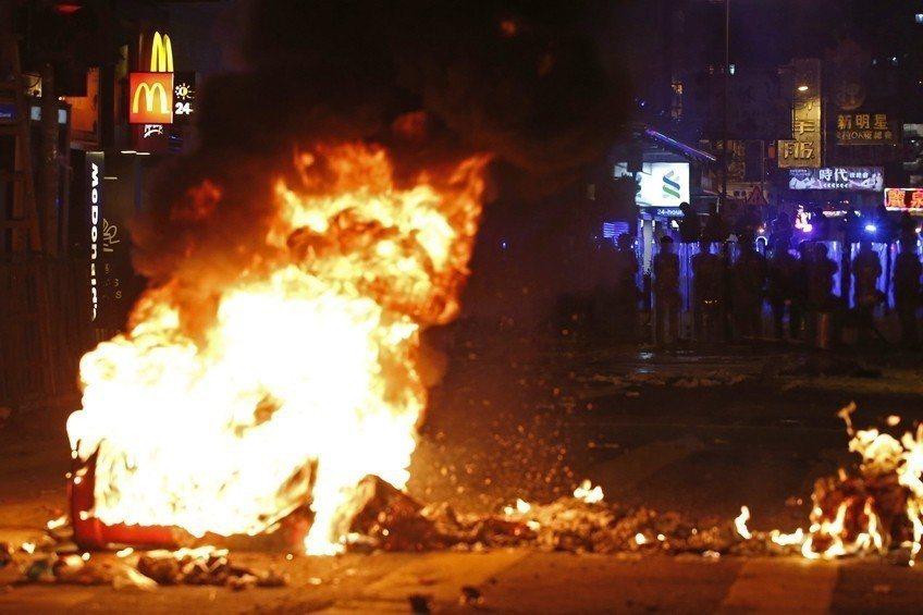 2016年農曆新年除夕夜,香港發生了旺角騷亂事件,多位參與示威人士被捕。 圖/美...