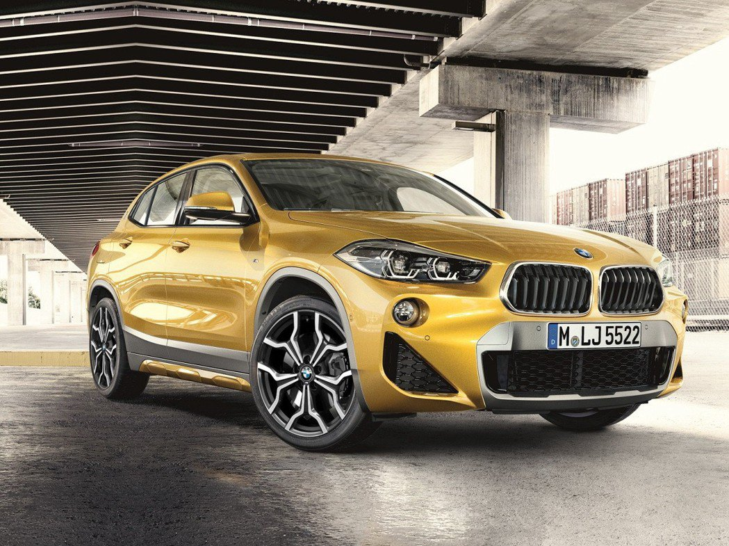 全新BMW X2 sDrive18i M Sport X配備19吋M款Y輻式輪圈,彰顯卓越的運動性能。 圖/汎德提供