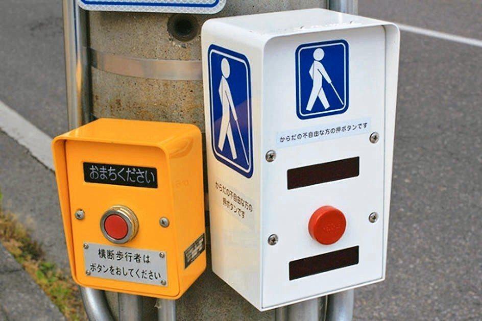 圖中的按鈕可讓行人通行馬路的秒數增加。 圖/取自推特