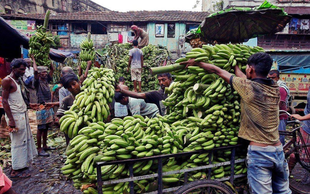 對農民來說,區塊鏈去中心化的特質,可降低交易成本,並打開新市場。例如,在許多開發...
