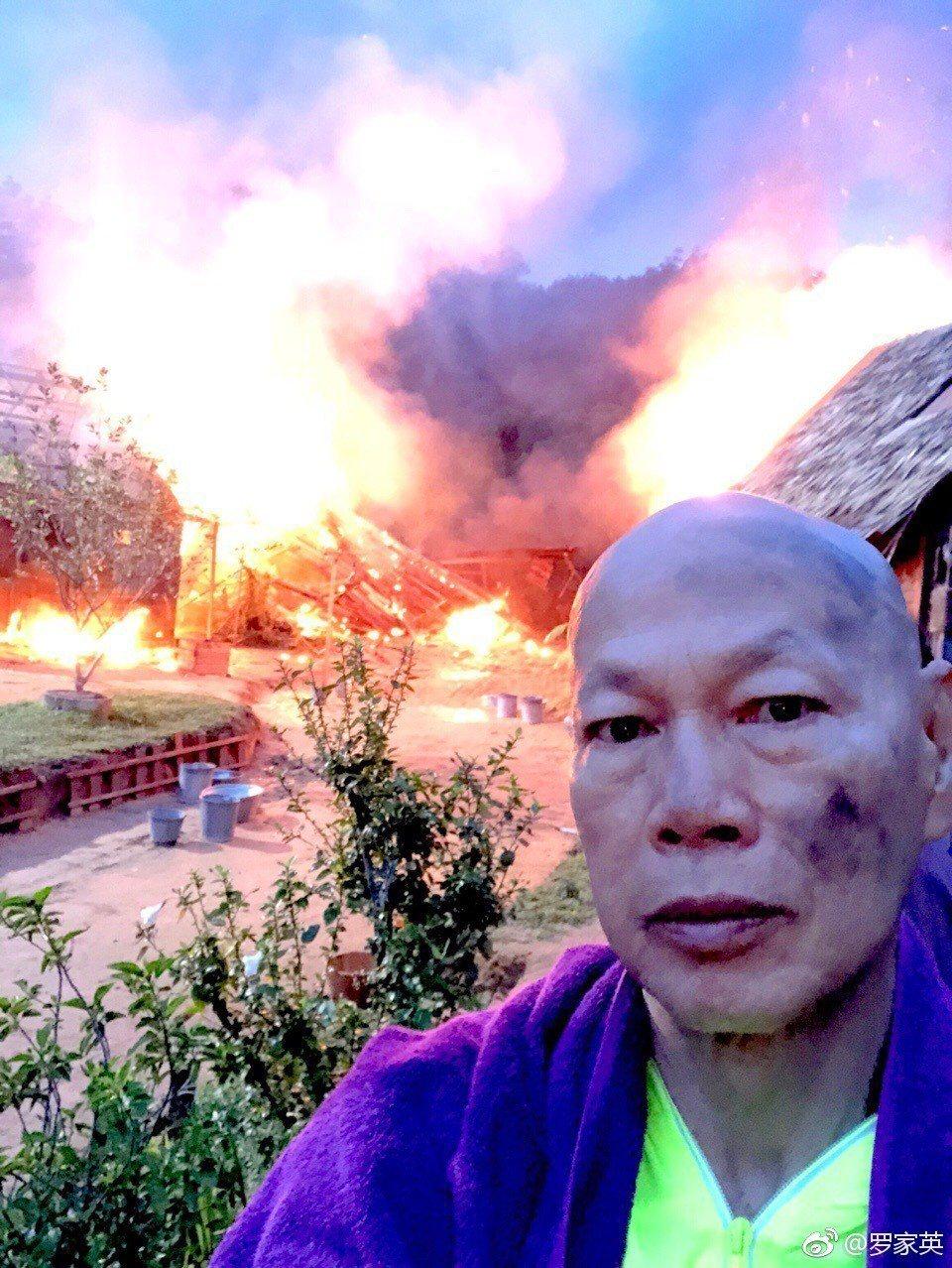 羅家英曝光當時火場失火照,怵目驚心。圖/擷自微博。