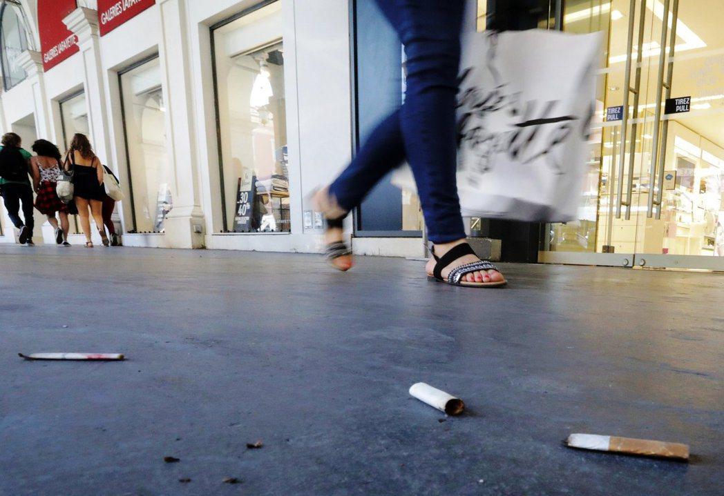 整個社會都對自己製造的大量汙染和塑膠垃圾視而不見。圖/路透社