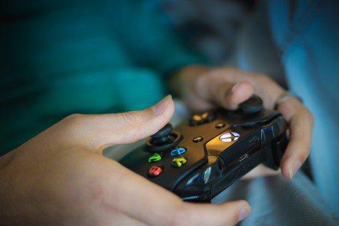 電玩具有娛樂性、能夠釋放壓力,是陪伴許多孩子度過童年的良伴。圖/pixabay