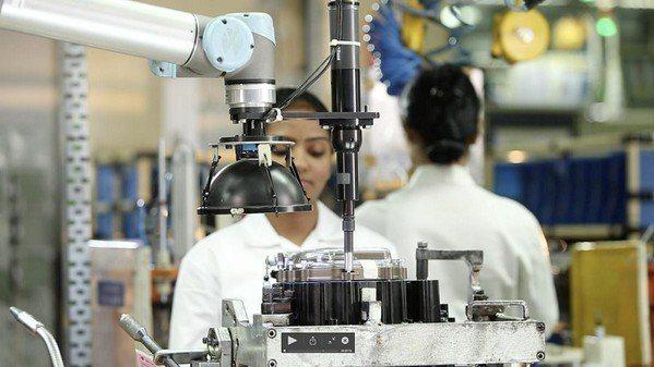 圖1 : 機器人能提升產品品質和生產線流程的一致性,並且能針對單一產線提供更豐富...