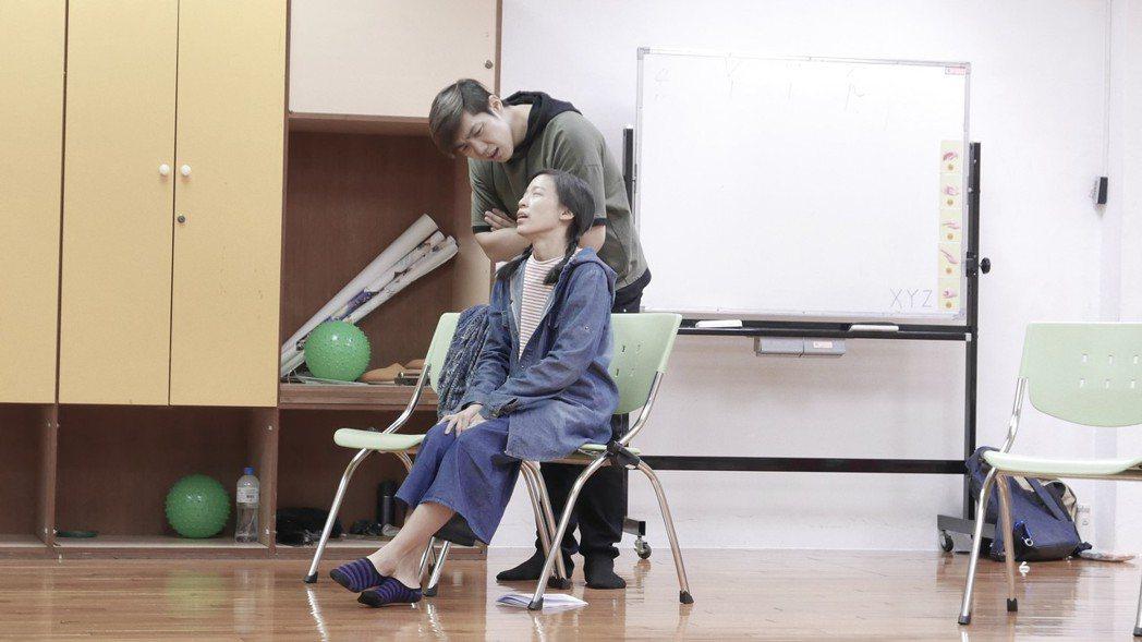 午安(孫自怡 飾)與海哥(高敏海 飾)在第二集互動頻繁。