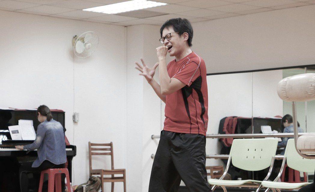 若凡(蔡邵桓 飾)不只耍壞,角色背後的複雜性更豐富。