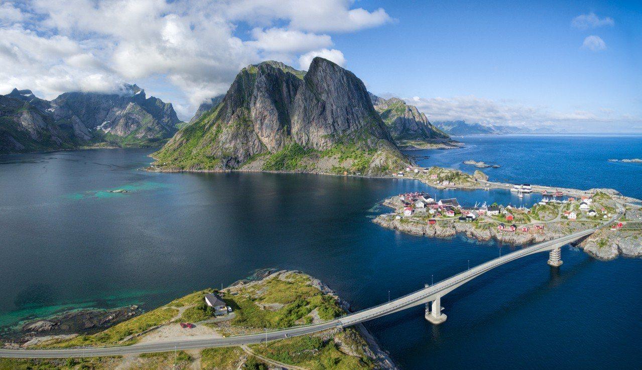 挪威 – Hamnoy漁村。