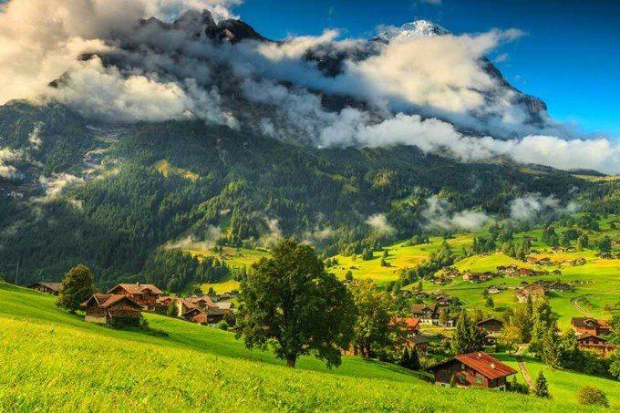 瑞士 – 因特拉肯小鎮。