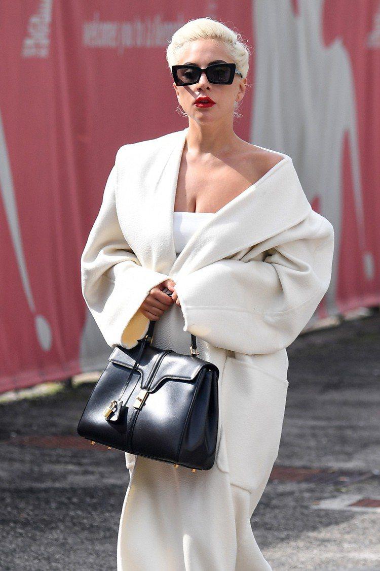 Lady Gaga以The 16展現巨星氣勢。圖/CELINE提供